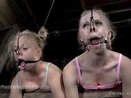 Две очаровательные малышки подвергаются жёстким пыткам в фетиш порно сцене 3