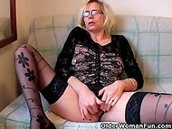 Amateur blonde granny decided to remember her youth and masturbated old cunt with whole hand