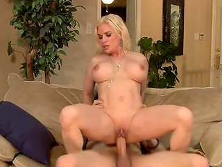 Young guy brings papers to boss wife then fucks her juicy cunt
