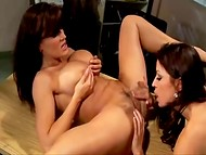 Lisa Ann teaches a young lesbian how to finger pussy and give a perfect cuni