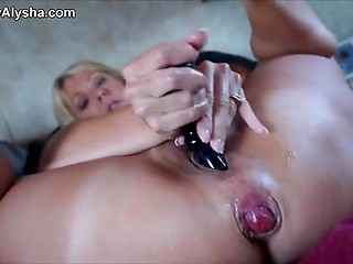 Busty blonde hottie masturbates and turns her anus inside out
