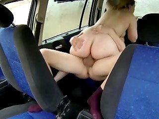 Dissolute driver fucked wildly a young slut with shaved sissy in the front seat of his car