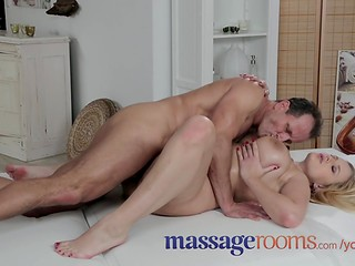 Horny masseur knows how to handle his client's nice pussy