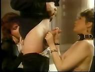 Vintage porno de la película sobre las aventuras sexuales de la joven rubia guarra en su ciudad natal