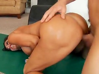 Dark-haired MILF Tara Holiday has really slender body because of hot fucking after every training