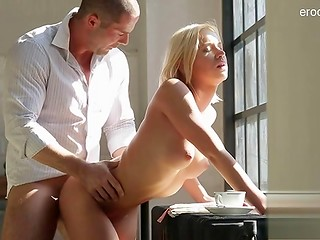 Lovely blonde lady with tight butt prefers tender sex to morning coffee