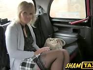 Толковый водитель такси трахает матёрую пассажирку и дарит ей море кончи