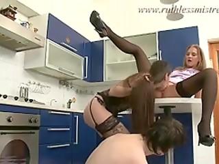 Паренек провинился и теперь должен отработать не только своей бывшей, но и ее подруге