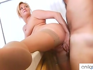 Perfect wife Ginger Lynn surprises younger husband with a tasty lunch and great fuck