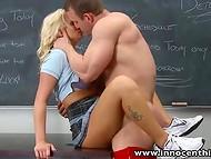 Сексуальная школярка не сдала контрольную и ей пришлось трахнуть препода за оценку