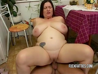 Slim guy fucking hard in the kitchen his big woman with huge melons and shaved cunt