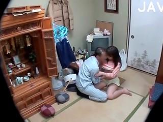 Очаровательная японочка раскрыла секрет счастливого брака со своим парнем