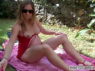 Pregnant woman with sunglasses masturbates her pussy outdoors in front of the amateur camera