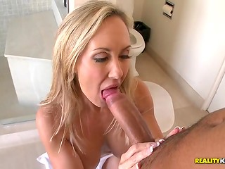 Glamorous blonde MILF with erogenous body seduces her bristly neighbor after eating