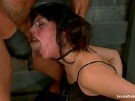 Жёсткий секс в подвале, который способен довести до слёз самых стойких девочек