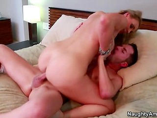 Hot woman makes her bearded partner horny demonstrating her sexual talents