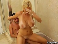 Skillful cougar with natural boobs knows how to keep her fucker's dick hard