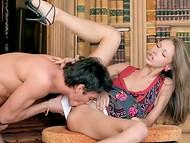 Teen diva dostala hlavní roli v zadávací HD sex scéna s pohledným partnerem