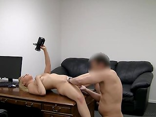 Good-looking blonde slut gets her pusshole drilled screaming loudly in the casting