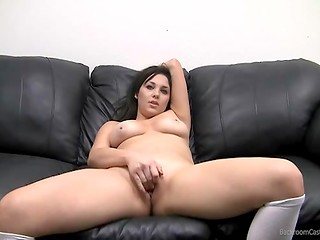 Chubby pretender demonstrated how she can stimulate pussy and her oral skill at the casting