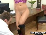 Находчивый босс завалил похотливую секретаршу на стол и показал ей, кто тут главный  8