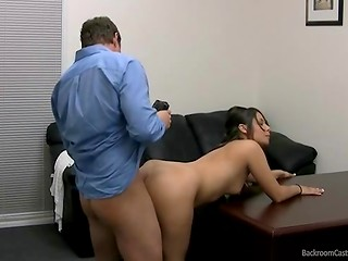 Imperturbable brunette babe came to the casting and presented shaved vagina to the agent
