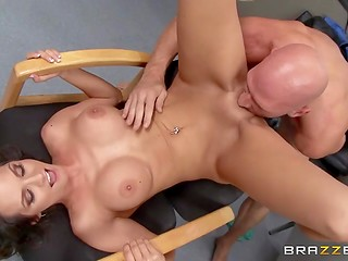 Hot as hell dame uses her big tits to confuse horny detective and have sex with him