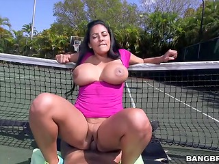 Extremely buxom brunette Kiara Mia gets facialized right on the tennis court