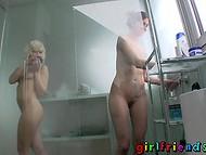 Две возбуждённые девчонки отлично справляются со своим сексуальным голодом  7