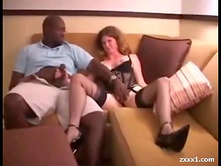 Dark-skinned man fucks slutty mature in stockings
