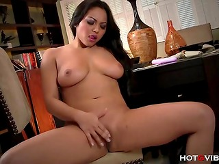Fabulous Latina dame screamed unearthly sounds of pleasure masturbating on the chair